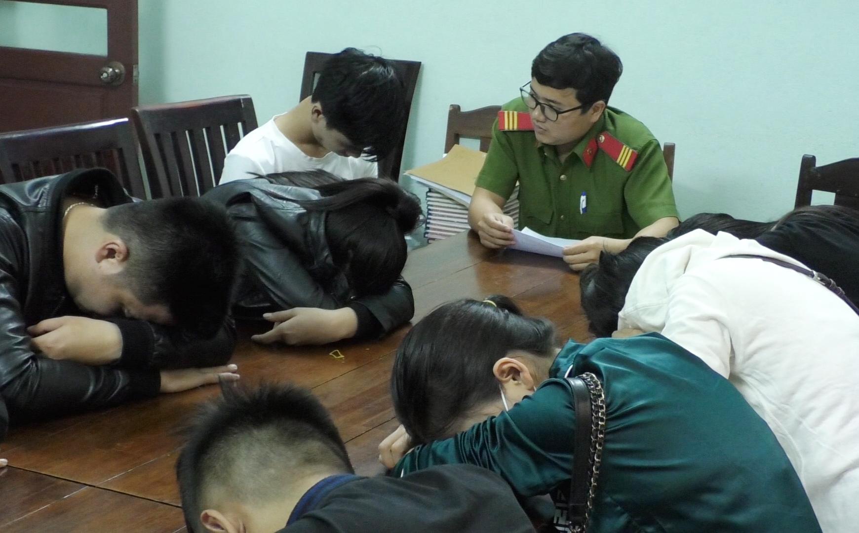 Nhóm nam nữ mở 'tiệc' ma túy trong đêm Việt Nam vô địch AFF Cup - Ảnh 1