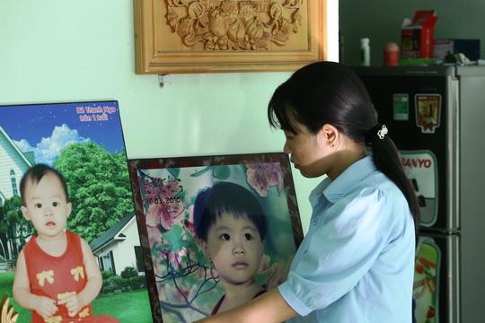 Phẫn nộ nghi 2 con gái chết oan, bố mẹ quay clip cầu cứu danh hài thần tượng Hoài Linh - Ảnh 1