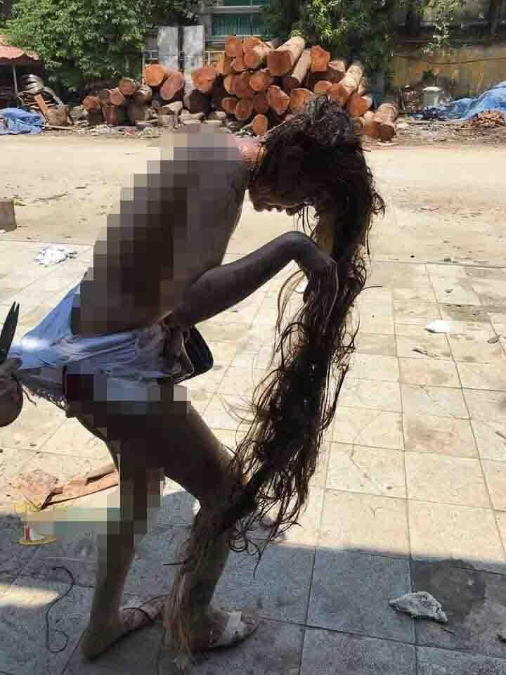 Xôn xao hình ảnh cô gái bị lột trần nghi đánh ghen ở Hà Nội - Ảnh 1