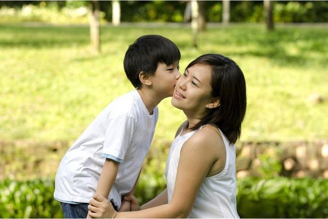 Quyết định ngừng la mắng con trong vòng 1 năm, bà mẹ 4 con đã rút ra nhiều bài học quý giá - Ảnh 2