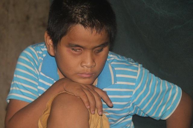 Rơi nước mắt trước cảnh ngộ của hai cậu bé Mơ Nông: Mẹ mất, cha bỏ đi, anh trai mù lòa đi hát thuê nuôi em ăn học - Ảnh 3