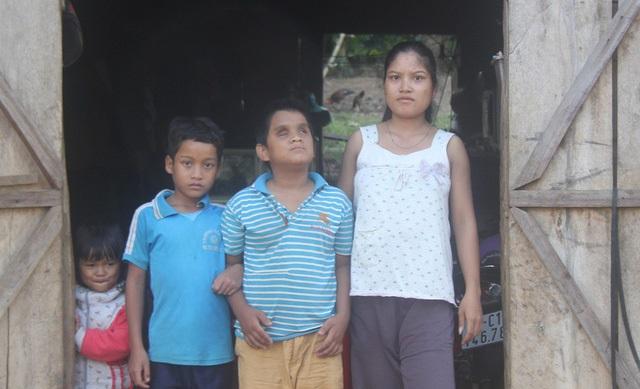 Rơi nước mắt trước cảnh ngộ của hai cậu bé Mơ Nông: Mẹ mất, cha bỏ đi, anh trai mù lòa đi hát thuê nuôi em ăn học - Ảnh 2