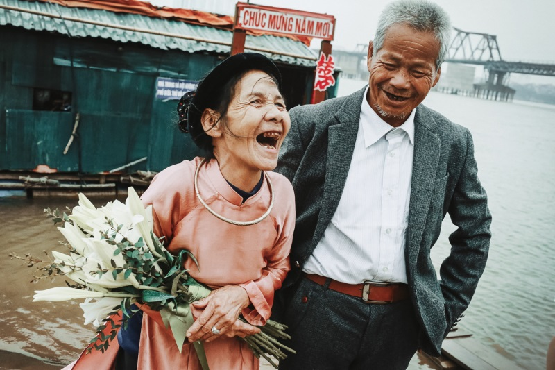 Những chuyện tình 'ông bà anh' vượt thời gian khiến người trẻ phải suy nghĩ lại định nghĩa tình yêu và hạnh phúc - Ảnh 2