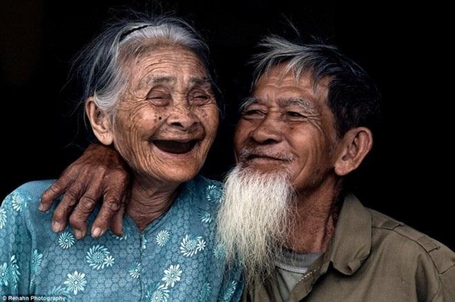 Những chuyện tình 'ông bà anh' vượt thời gian khiến người trẻ phải suy nghĩ lại định nghĩa tình yêu và hạnh phúc - Ảnh 4