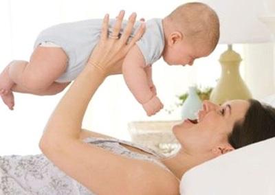 Hành động không ngờ của cha mẹ làm trẻ có thể bị chết não mà quá nhiều người mắc nhưng không hay - Ảnh 1