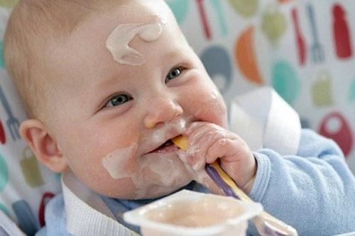 Sai lầm mẹ thường mắc khi cho trẻ ăn sữa chua - Ảnh 2