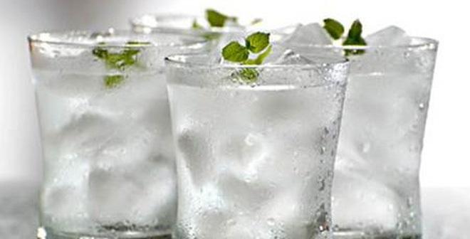 Bạn đang 'giết' chính mình nếu uống nước cách này - Ảnh 1