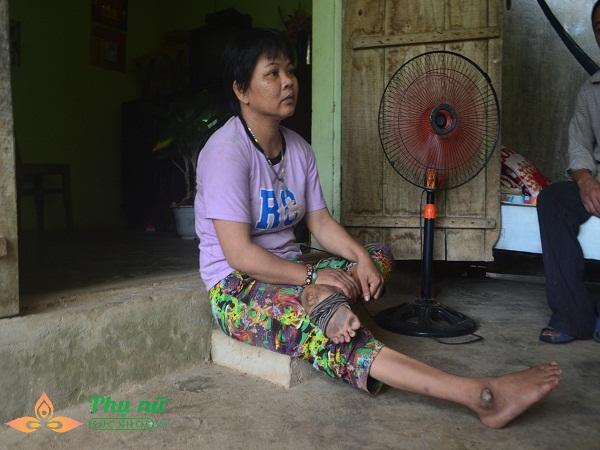 Xót cảnh cô bé hiếu học chăm mẹ bại liệt có nguy cơ nghỉ học sớm vì gia cảnh nghèo túng - Ảnh 3
