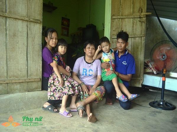 Xót cảnh cô bé hiếu học chăm mẹ bại liệt có nguy cơ nghỉ học sớm vì gia cảnh nghèo túng - Ảnh 7
