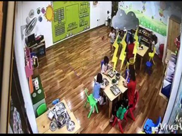 Sa thải hai nữ giáo viên trường mầm non Maple Bear nhốt trẻ vào tủ đựng đồ 50 giây - Ảnh 1