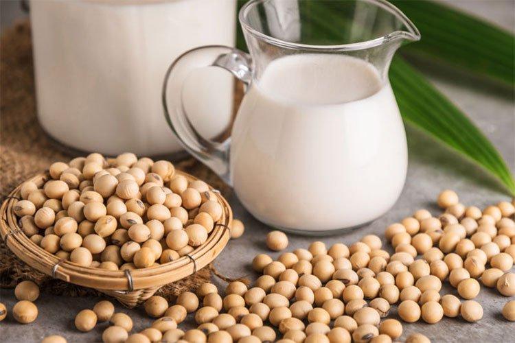 Mách bạn cách làm sữa đậu nành đơn giản uống cả tuần chỉ với 50.000đ - Ảnh 1