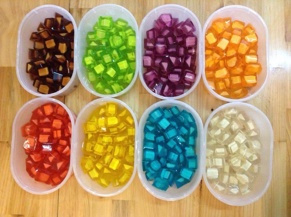 Thạch rau câu nhân phô mai nhiều màu sắc sẽ khiến các bé nhà bạn thích mê - Ảnh minh họa: Internet