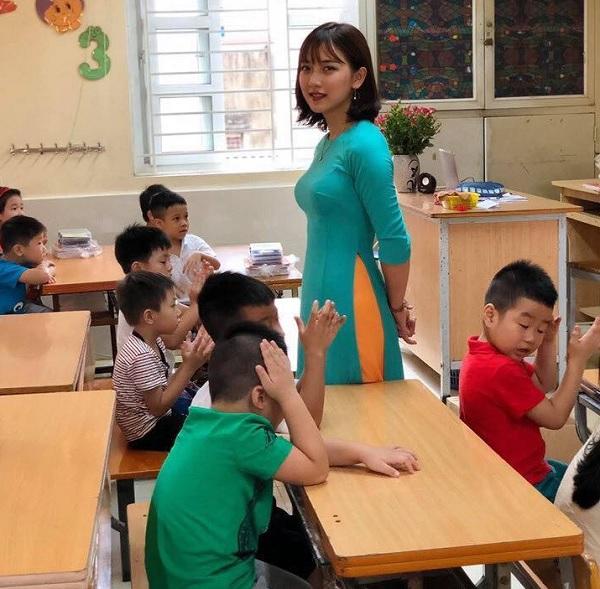 Phát sốt với cô giáo tiểu học có ngoại hình đẹp xuất sắc - Ảnh 1