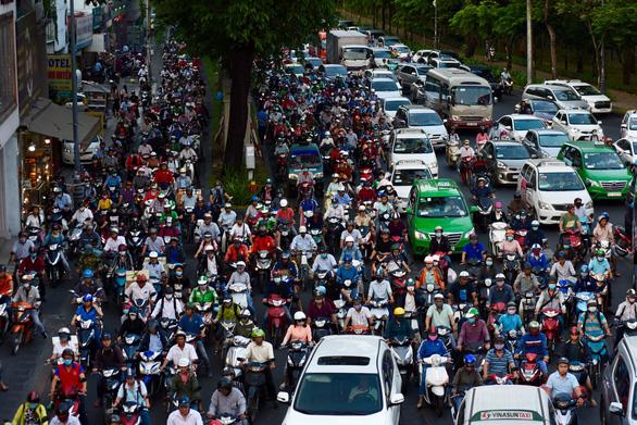 Nhiều hành khách lỡ chuyến bay do kẹt xe ở sân bay Tân Sơn Nhất - Ảnh 6