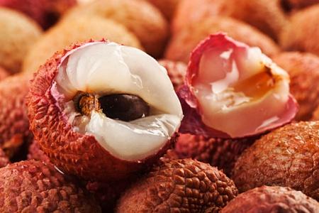 Không chỉ là loại trái cây thơm ngon, vải còn mang đến nhiều tác dụng làm đẹp cho chị em