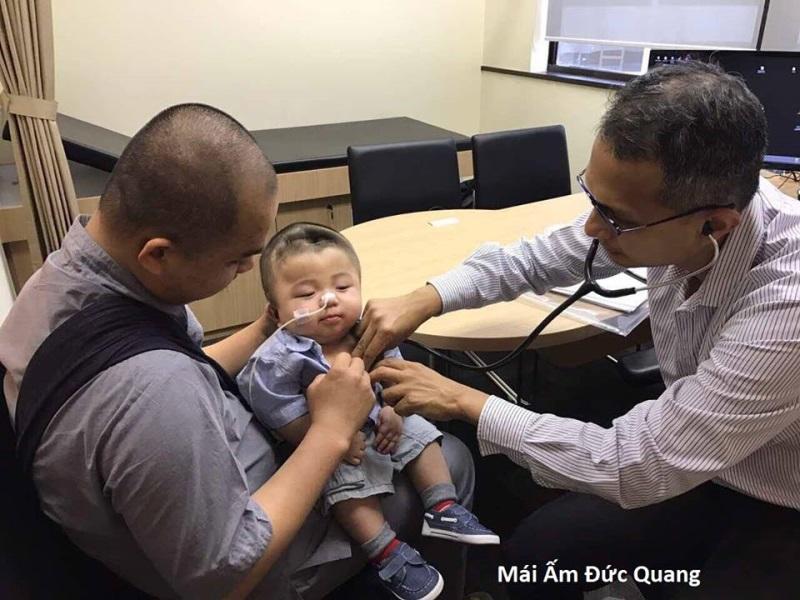 Bé Phạm Đức Lộc: Sau não úng thủy, bác sĩ bắt giảm cân vì có nguy cơ mắc căn bệnh nguy hiểm khác - Ảnh 6