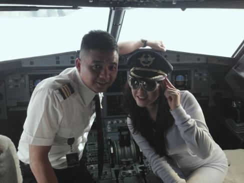 Sao Việt và những hành động phản cảm khi đi máy bay khiến công chúng 'đỏ mặt' - Ảnh 6