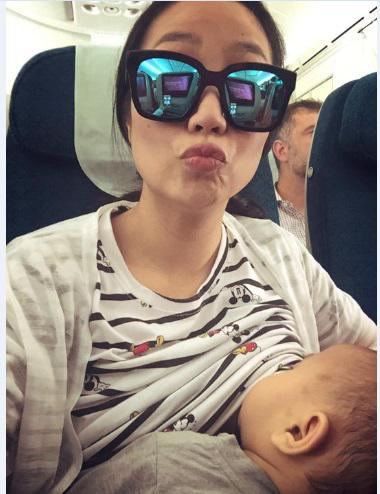 Sao Việt và những hành động phản cảm khi đi máy bay khiến công chúng 'đỏ mặt' - Ảnh 7