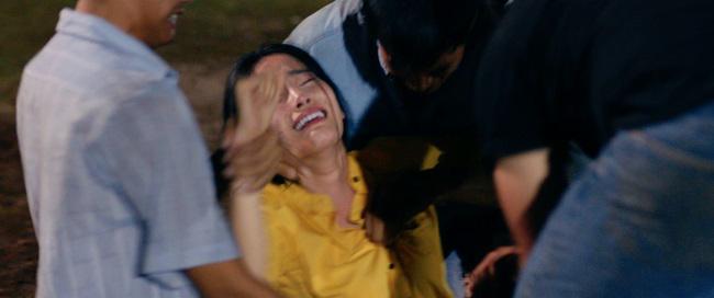 Hoa hậu Nam Em ngất xỉu khi đóng cảnh hãm hiếp trong 'Lô tô' - Ảnh 2
