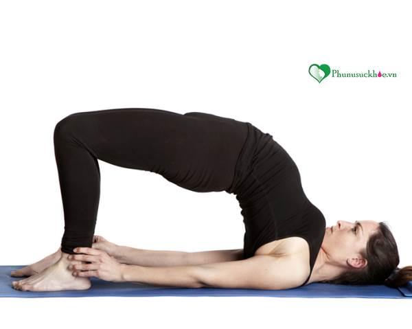 5 tư thế yoga giúp 'chuyện ấy' tuyệt vời hơn - Ảnh 4