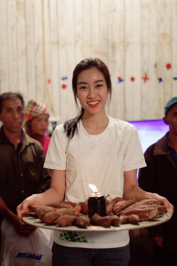 Sinh nhật 'độc nhất vô nhị' đáng nhớ của Hoa hậu Đỗ Mỹ Linh bên mâm khoai lang luộc - Ảnh 2