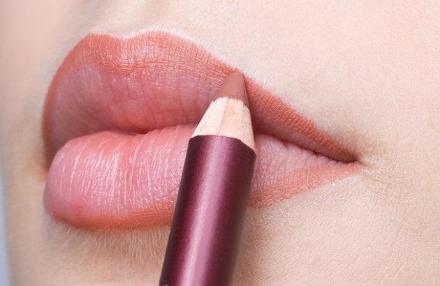 Mẹo đánh son bám môi, lâu trôi màu cho bạn tự tin cả ngày chẳng cần tô lại - Ảnh 4
