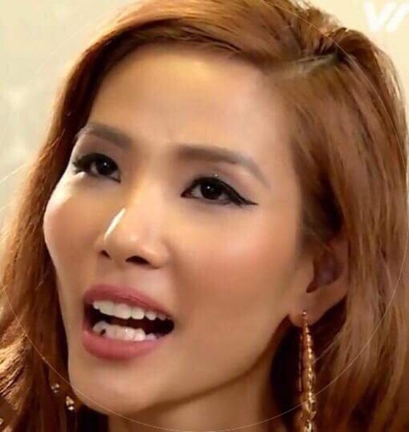 Hoàng Thùy quên 'xỉa răng' khi lên sóng The Face - Ảnh 3