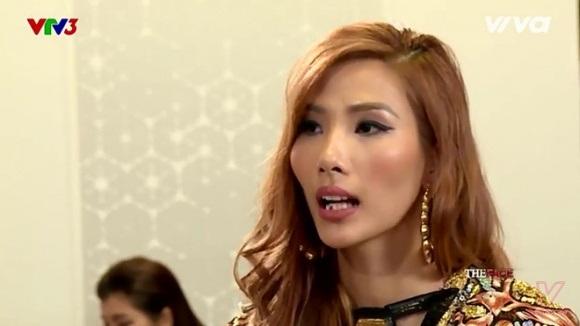 Hoàng Thùy quên 'xỉa răng' khi lên sóng The Face - Ảnh 4