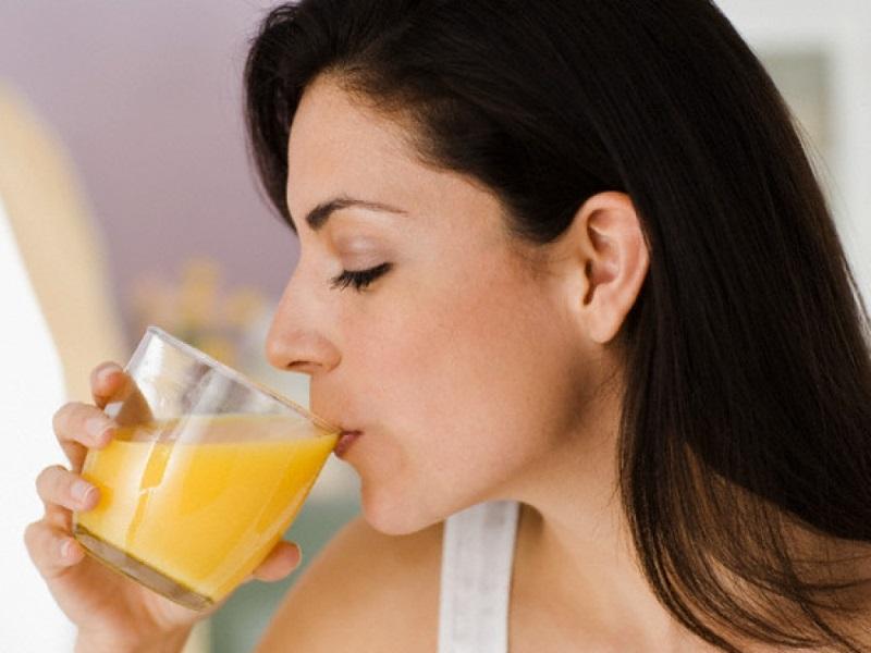 Uống sữa nghệ vào buổi sáng giúp giảm cân hiệu quả.