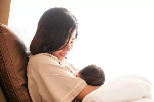 Mẹ nào thiếu sữa, hãy học ngay cách của 'bà mẹ trữ đông tới 30 lít sữa trong 2 tháng' - Ảnh 2