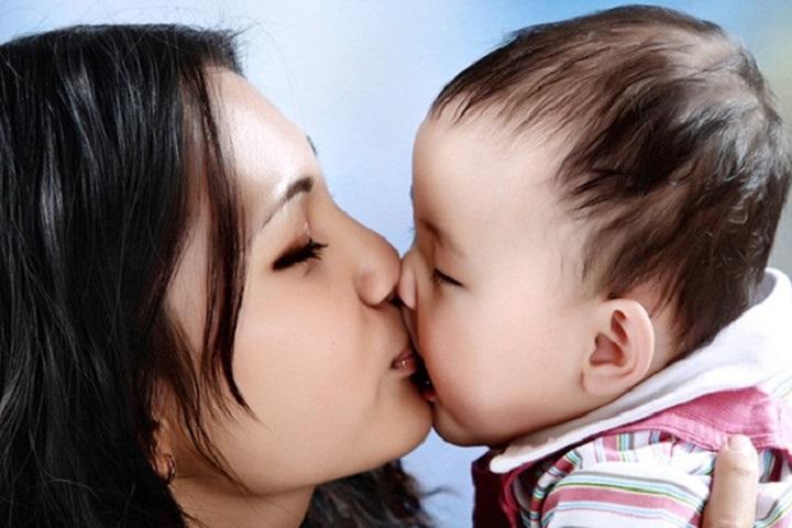 Trẻ mắc hàng trăm thứ bệnh từ nụ hôn của người lớn - Ảnh 2