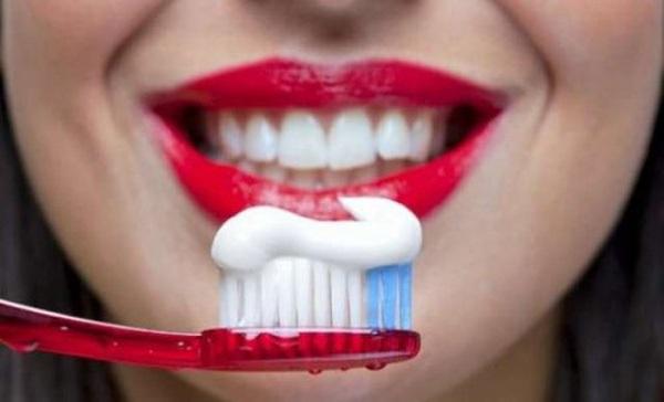 Tác hại khôn lường khi lạm dụng kem đánh răng quá mức - Ảnh 2