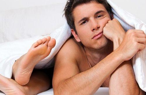 Nhịn xuất tinh, kéo dài thời gian 'cuộc yêu': bản lĩnh đàn ông hay thói quen tự rước bệnh vào người? - Ảnh 1