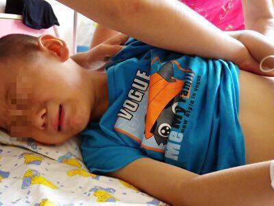 Bé trai 7 tuổi đột ngột đau bụng, người lớn không để ý, vài tiếng sau bi kịch xảy ra - Ảnh 1