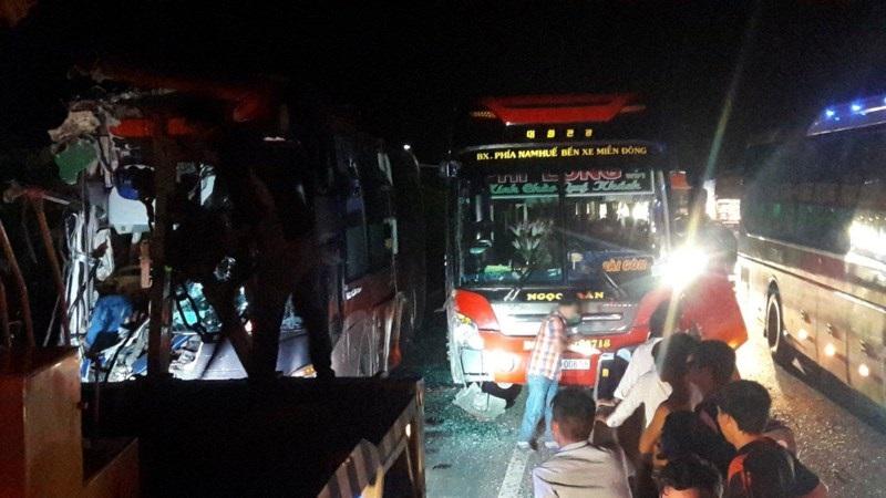 Lực lượng chức năng đã có mặt kịp thời để xử lý vụ việc, sau đó vào khoảng 3 giờ sáng giao thông trên quốc lộ 1A đã thông thoáng trở lại - Ảnh: Internet