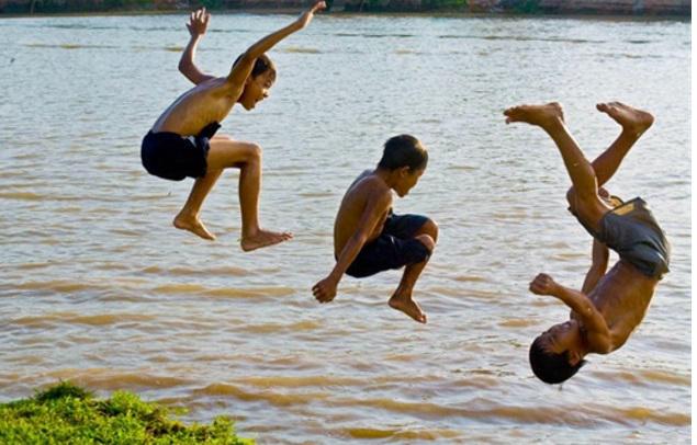 Mẹ cần biết: Hiểm họa đối với con trẻ vào vụ nghỉ hè - Ảnh 1