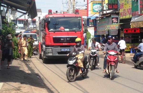 Xe cứu hỏa va chạm với xe máy, 1 người chết - Ảnh 1