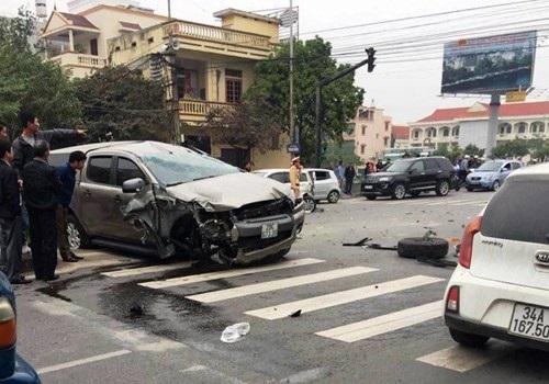 Clip sốc: Kinh hoàng cảnh 'xe điên' gây tai nạn liên hoàn khiến một người tử vong - Ảnh 1