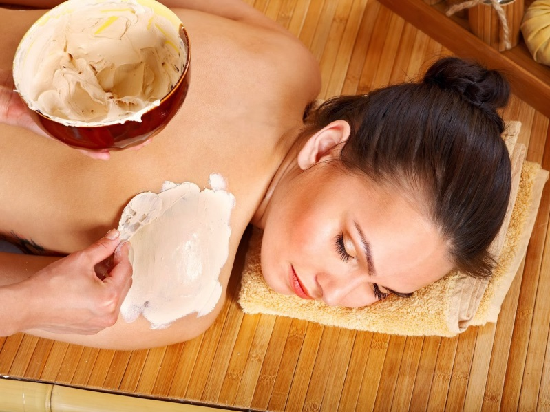 Da dầu bạn nên sử dụng cách tắm trắng bằng bột cám gạo, sữa tươi và nước cốt chanh.