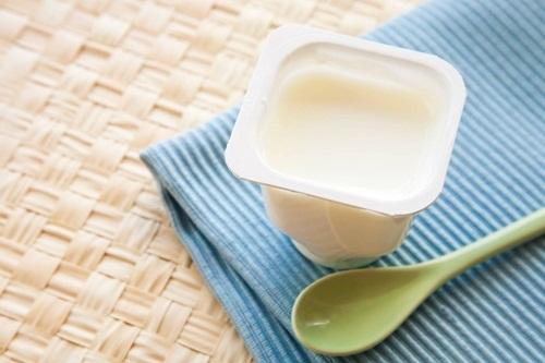 Hot: Chị em đua nhau lột da đen xì trở nên trắng bóc chỉ bằng 1 thìa sữa chua mà không cần xài kem trộn - Ảnh 1
