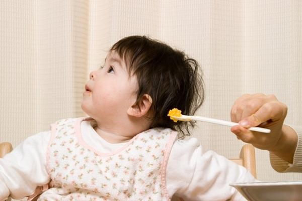 Cách giúp bé tăng cân nhanh dù ăn hoài không lớn - Ảnh 1