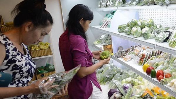 Cần xem kĩ hạn sử dụng của thực phẩm trước khi mua