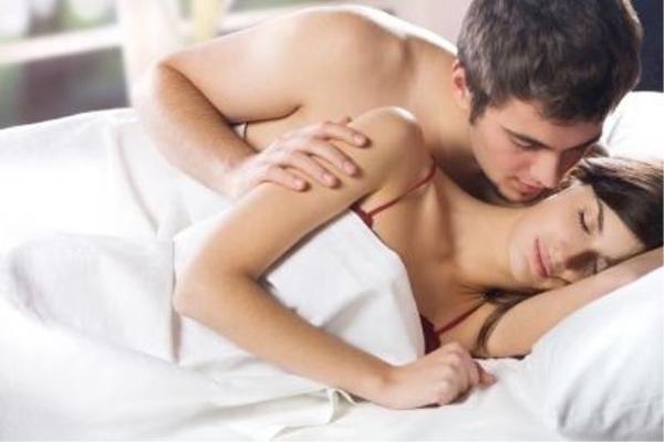 Đêm tân hôn tôi ngắm em hoài không chán