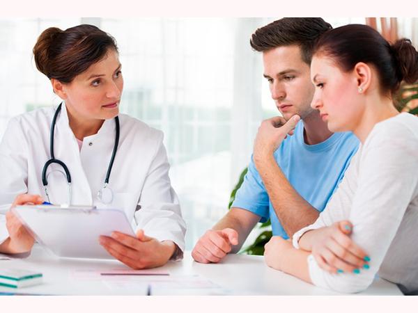Khi quan hệ ra máu vợ chồng bạn nên đi thăm khám bác sĩ ngay