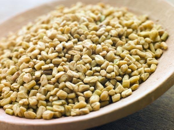 Tẩy ria mép bằng đường, hạt cỏ cà ri và chanh