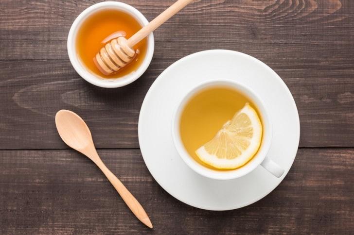 Tẩy ria mép bằng mật ong và chanh