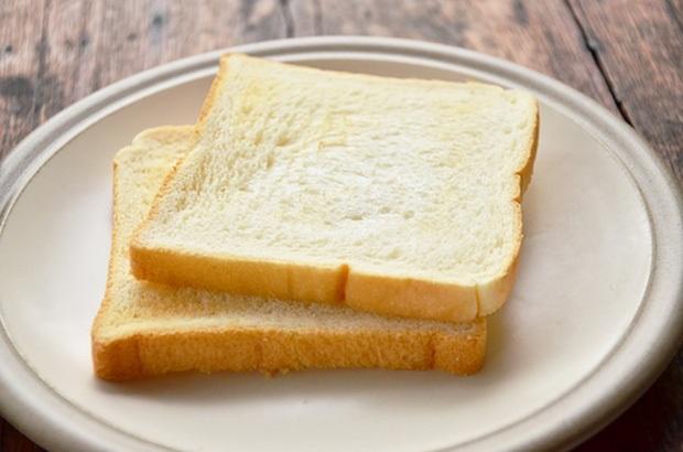 Nướng cháy lát bánh mì rồi làm theo cách này 2 phút, răng ố vàng hóa trắng sáng, hôi miệng kinh niên cũng thơm tho tức thì - Ảnh 1