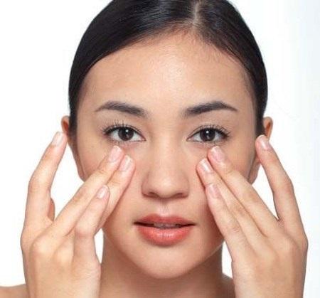 Thâm quầng mắt là biểu hiện của sự thiếu ngủ và nhiều bệnh lý khác