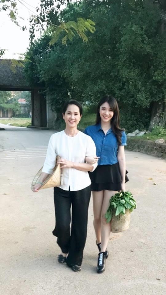 Thường xuyên đăng ảnh nóng, Thanh Bi vẫn được 'mẹ chồng khó tính' Lan Hương chấm làm con dâu - Ảnh 1