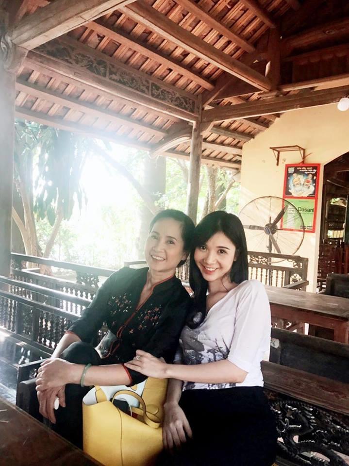 Thường xuyên đăng ảnh nóng, Thanh Bi vẫn được 'mẹ chồng khó tính' Lan Hương chấm làm con dâu - Ảnh 2